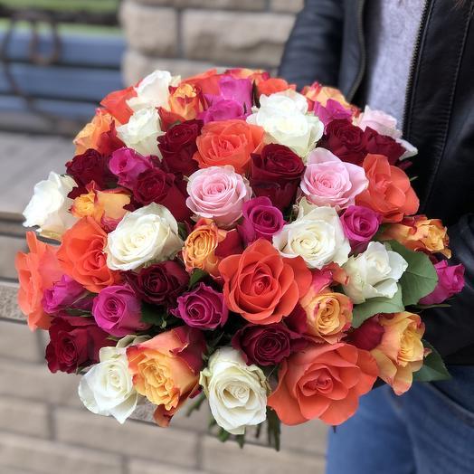 Букет микс из 51 розы яркий: букеты цветов на заказ Flowwow