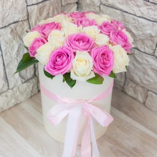 Коробка из 19 белых и розовых роз