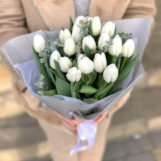 Bouquet of white tulips 2