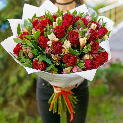 Юбилейный: Розы и альстромерии