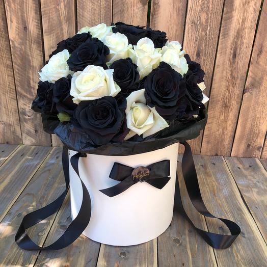 Чёрные и белые розы LUX: букеты цветов на заказ Flowwow