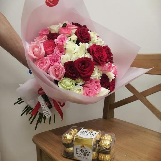Букет из 65 роз и ферреро