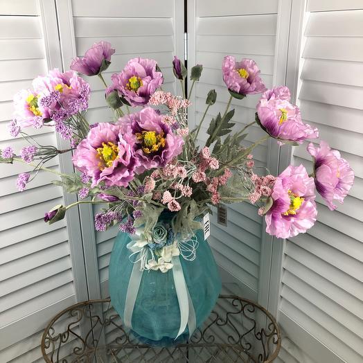 Ваза с декоративными цветами