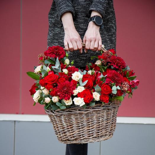 "Корзина с цветами ""Красный бархат"""