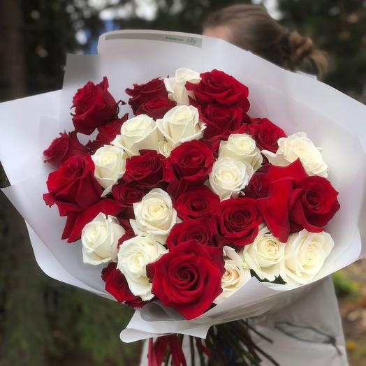 Моно из крупных сортовых эквадорских роз