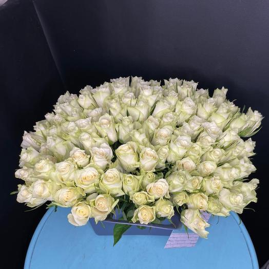 Розы в сумке ваза