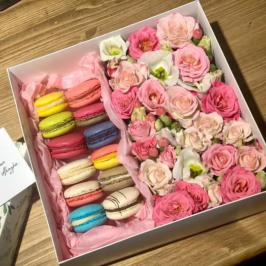Коробочка с цветами и macarons