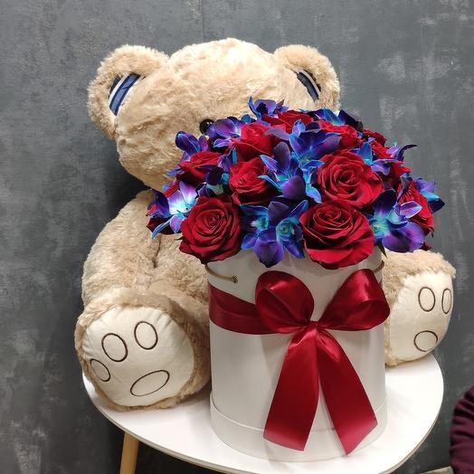 Мишка с цветами готов радовать ваш близких