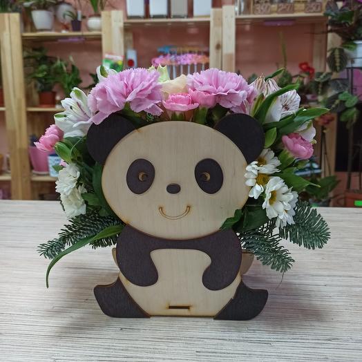 Панда с цветами
