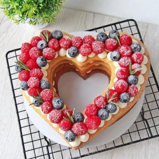 Медовое сердце с ягодой