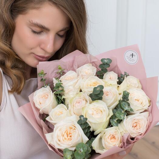 Букет из 15 парфюмированных пионовидных роз Эквадор