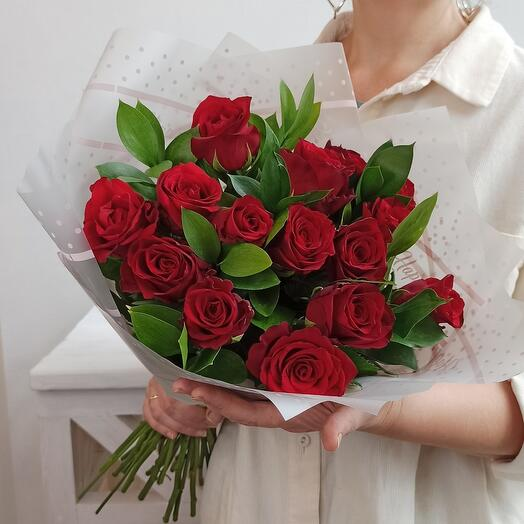 15 роз эквадор в оформлении
