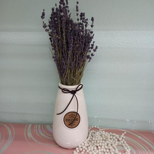 Лаванда с вазой