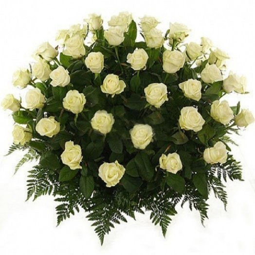 51 роза в корзине с папоротником: букеты цветов на заказ Flowwow
