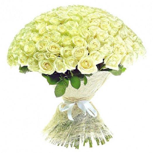 201 белая роза в оригинальном оформление: букеты цветов на заказ Flowwow