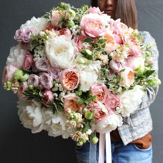Букет с розами Девида Остина и пионами: букеты цветов на заказ Flowwow