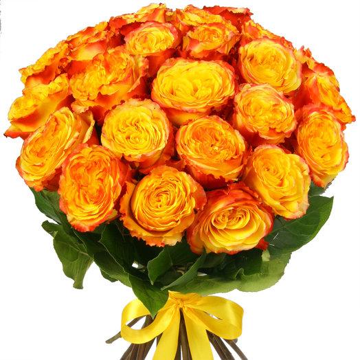 Букет из 25 желто-красных эквадорских роз: букеты цветов на заказ Flowwow