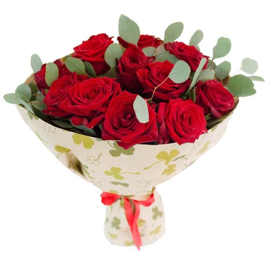 Bouquet of roses red