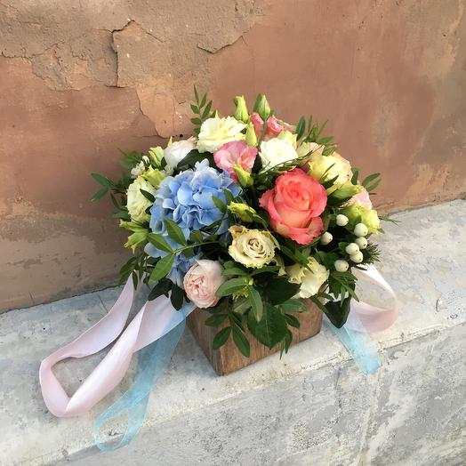 Деревянный квадратный ящик с цветами: букеты цветов на заказ Flowwow