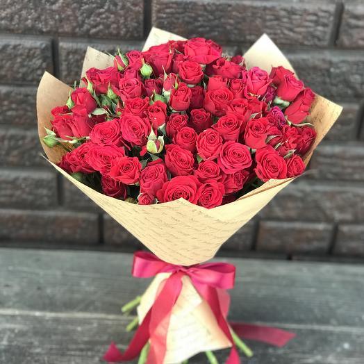 Красные кустовые розы «Огонь любви»: букеты цветов на заказ Flowwow