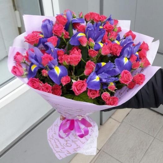 """Букет из роз и ирисов """"Каприз"""": букеты цветов на заказ Flowwow"""
