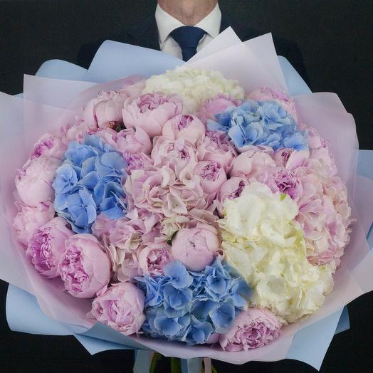 Букет их гортензий и пионов размера XL: букеты цветов на заказ Flowwow