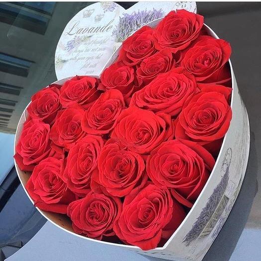 Красное сердце из роз: букеты цветов на заказ Flowwow