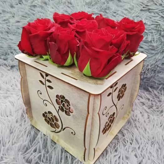 9 роз в колбах