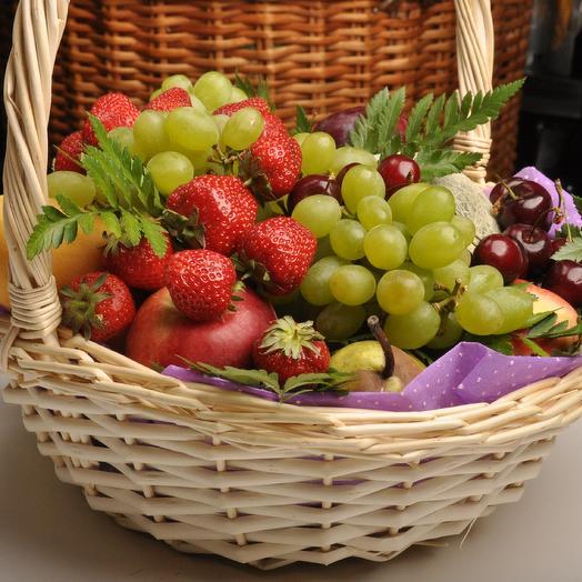 фруктовое наслаждение в корзине