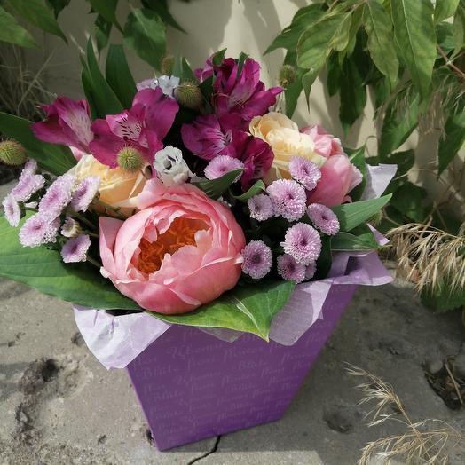 Букет из пионов,роз и альстромерии: букеты цветов на заказ Flowwow