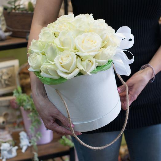 Шляпная коробка из роз (29 роз)
