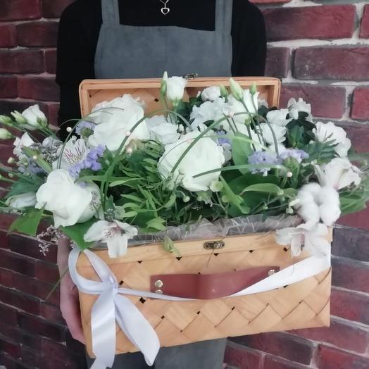 """Композиция-чемоданчик """"Белая феерия"""": букеты цветов на заказ Flowwow"""