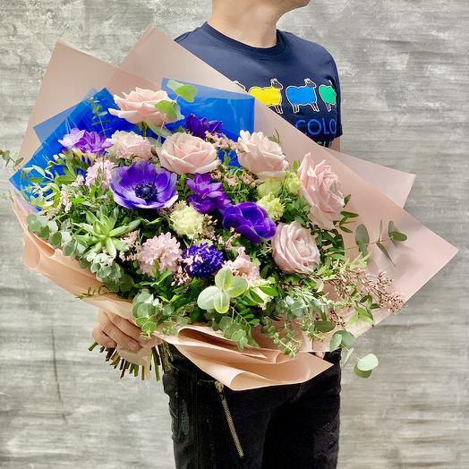 Большой букет роз с анемонами и эхеверией: букеты цветов на заказ Flowwow
