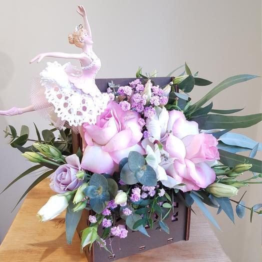Композиция с балеринкой: букеты цветов на заказ Flowwow