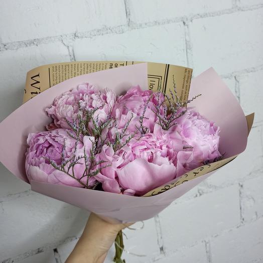 5 больших пиона Сара Бернар с лимониумом в стильной упаковке: букеты цветов на заказ Flowwow