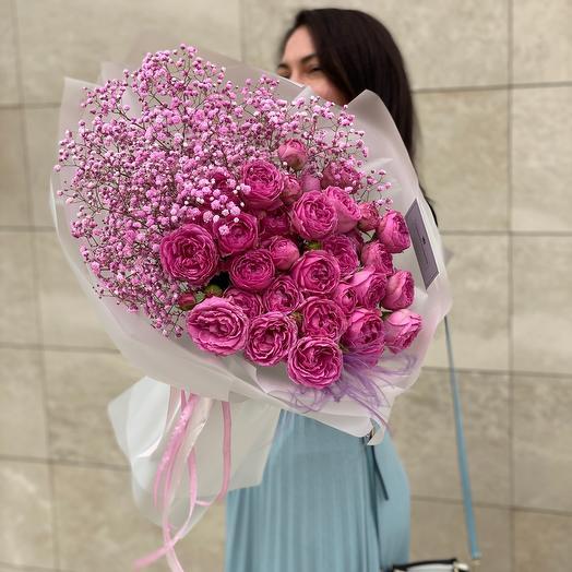Букет из пионовидных роз и гипсофила