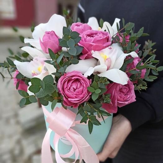 Шляпная коробка с орхидеями и пионовидными розами «Совершенство»