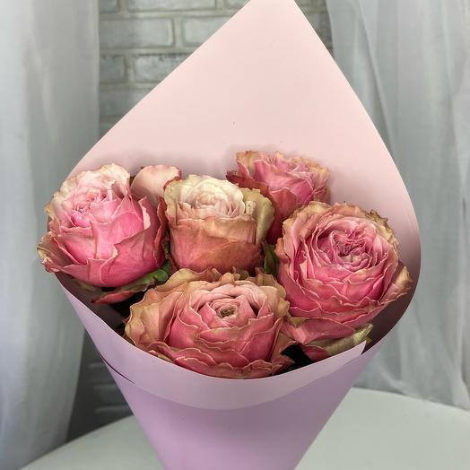 5 пионовидных роз