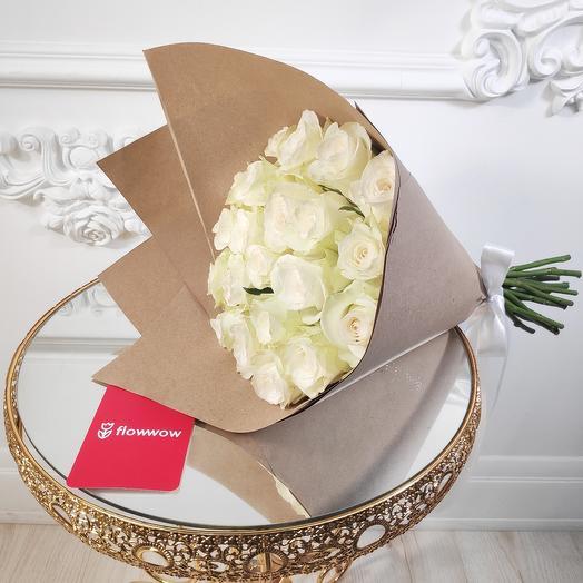 Букет из 19 белых роз в крафте(коробка конфет в подарок, условие в описании)