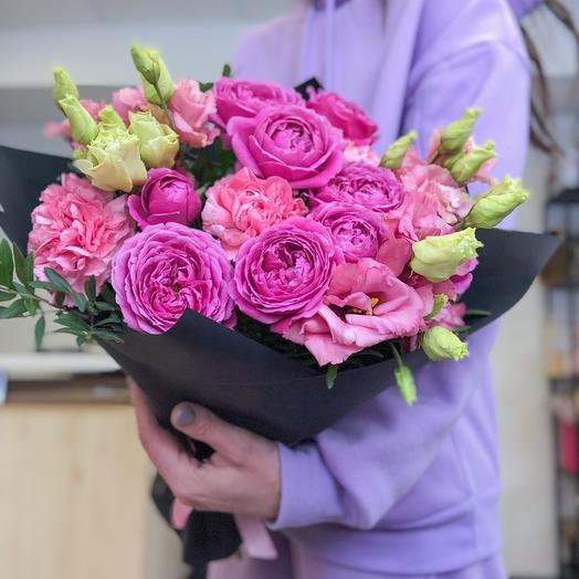 Из пионовидных роз