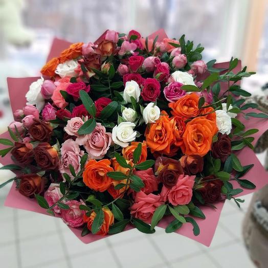 Bright bouquet of bush roses