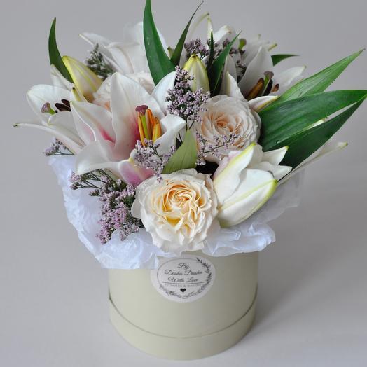 Коробка с лилиями и пионовидной розой