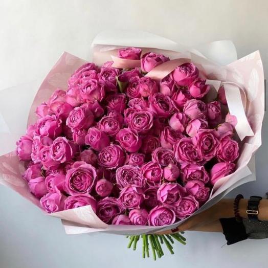 Охапка пионовидных роз