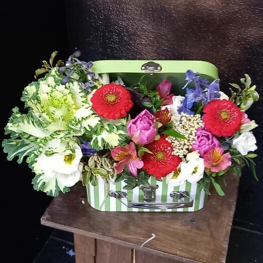 Цветы в чемоданчике