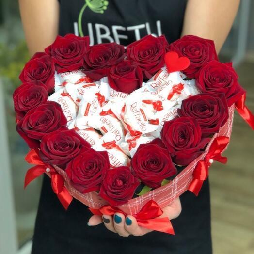 Сердце из роз с рафаэлкой
