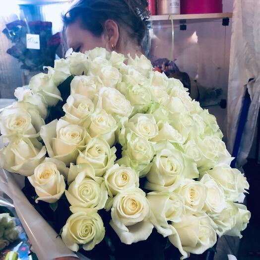51 роза белая 60 см
