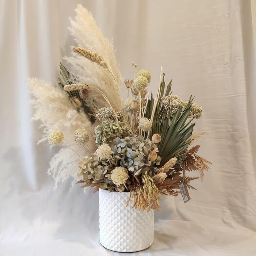 Сухоцветы в белом кашпо