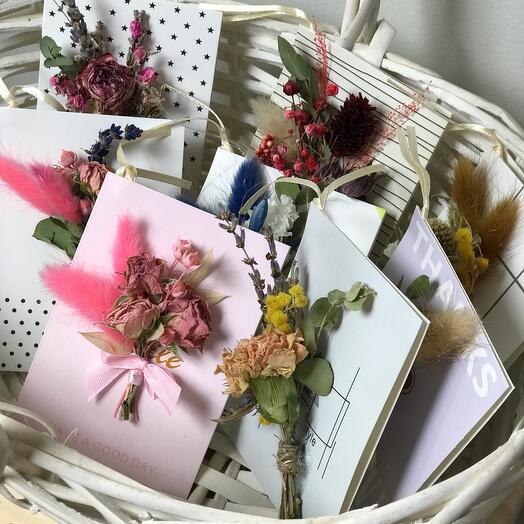 Открытки с сухоцветами в ассортименте