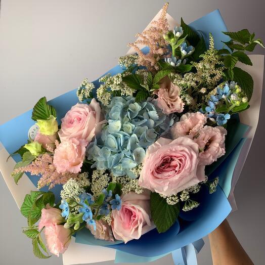 Букет с гортензией и пионовидной розой