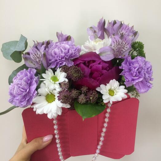 Цветы в коробке Сумочка